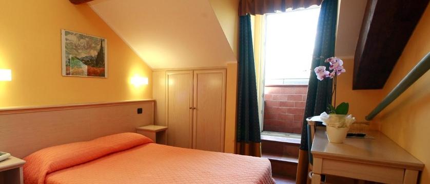 Excelsior Splendide Bedroom 2.jpg